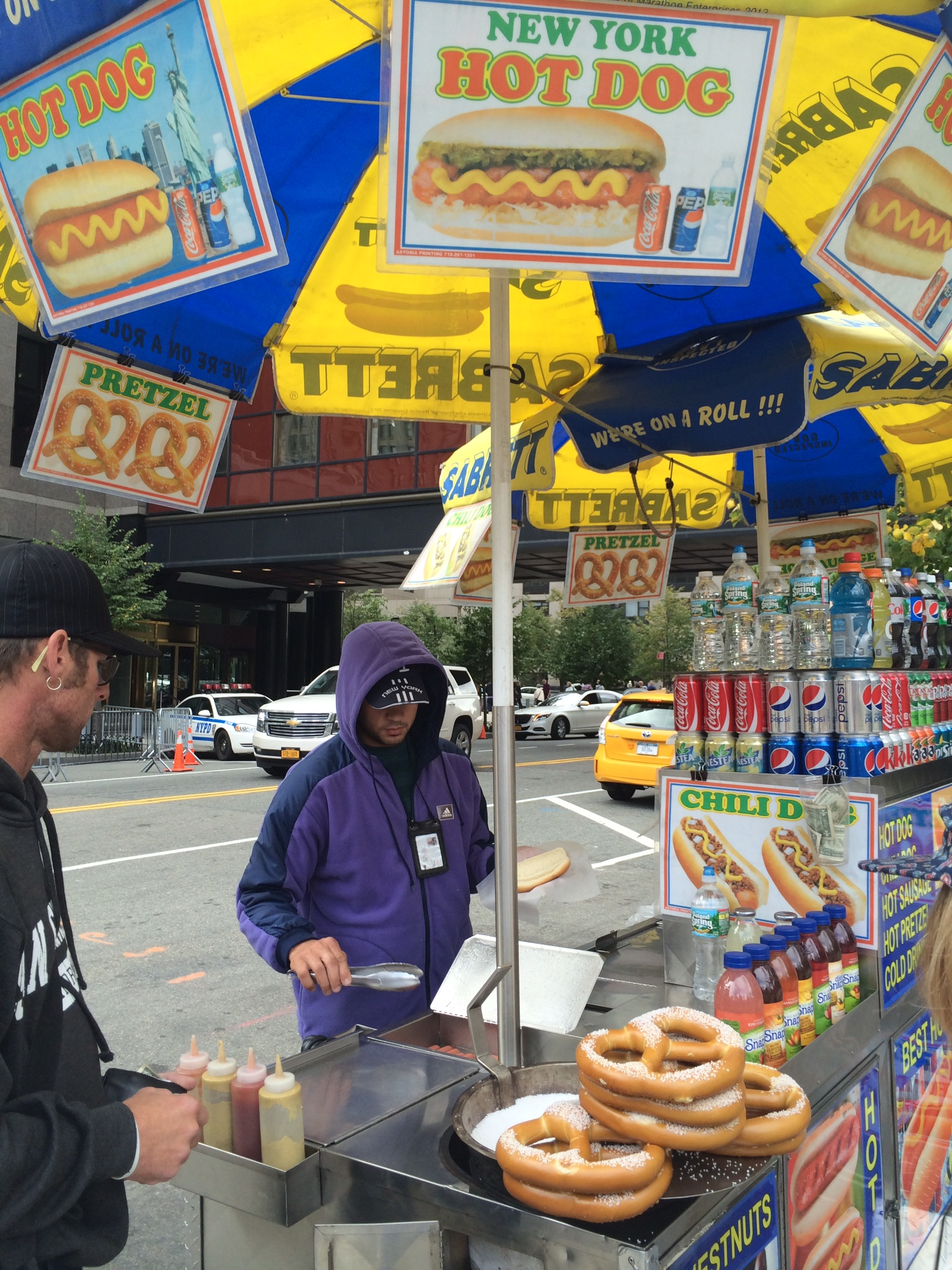 ニューヨークの路上屋台で売ってるホットドッグを死ぬまでに一度は食ってみたい